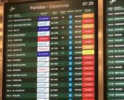 Otra vez problemas para volar: hay demoras y cancelaciones en Aeroparque y Ezeiza por asambleas de trabajadores de Aerolíneas y Austral.