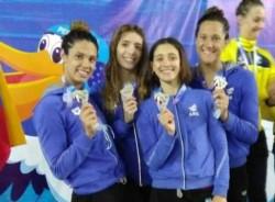 Lema y sus compañeras en la posta que ganó con récord argentino en Trujillo.
