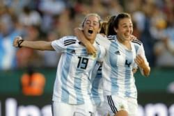 Con dos goles en el final del partido, Argentina terminó goleando a Panamá y jugará la vuelta con una buena diferencia.