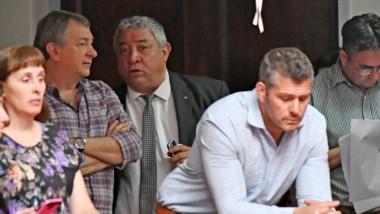 Norberto Yauhar y el presidente del PJ Ricardo Mutio siguieron de cerca los movimientos en la Legislatura.