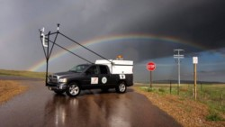 """La mesonet móvil es uno de los vehículos que utilizan los investigadores del proyecto """"Relámpago"""" para estudiar las tormentas en Argentina. (foto @RelampagoEdu)"""
