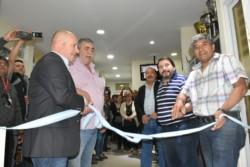 Juntos. Sastre, González y dirigentes del gremio cortando las cintas. (Foto: Daniel Bruno)
