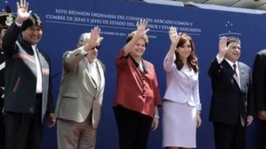 Foto de archivo, cuando la mayoría estaba en el poder. Evo Morales, el único que sigue como Presidente estará representado por su vice Álvaro García Linera.