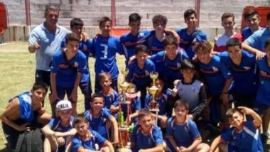 """El plantel campeón de la CAI. El """"azzurro"""" logró el campeonato en General Alvear en dos de sus categorías."""