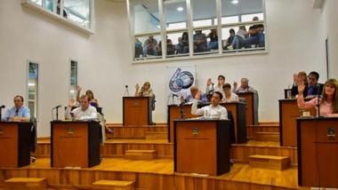 Los concejales de Cambiemos votó en forma negativa.