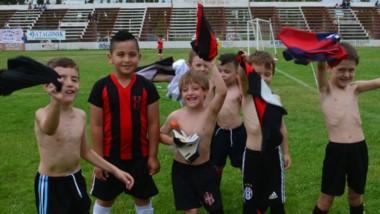 ¡Dale campeón, dale campeón! La CAI de Comodoro Rivadavia goleó a Los Aromos Azul por 7-1 en la final 2011.