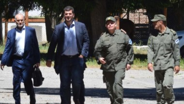 Sin hablar. Burzaco debatió con Massoni y luego dejó la cordillera sin contacto con los medios locales.