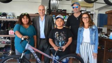 El deseo de Daniel era una bicicleta . Y gracias a Grupo Jornada y Bicicletería Lemarchand se hizo  realidad.