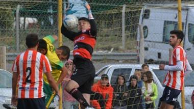 """""""Hay que coronar el esfuerzo que se hizo durante  todo el torneo"""", indicó Nicolás Cottet, golero y capitán racinguista."""