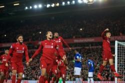 Un gol de Divock Origi en el último minuto de reposición le dio la victoria al Liverpool 1-0 sobre Everton.