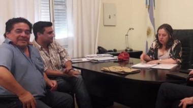 Debate. Funcionarios provinciales y municipales coordinan más auxilio social para Gan Gan.