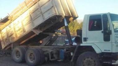 El camión leñero fue incautado por no tener los papeles en regla.