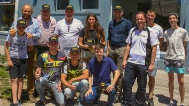 """Pilotos y dirigentes de distintas categorías que tiene el automovilismo regional, visitaron ayer el programa """"Pistas Radio"""" de FM Tiempo."""