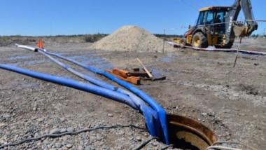 Trabajos. El agua para la zona de las chacras fue una de las obras que se financió con el bono en Trelew.