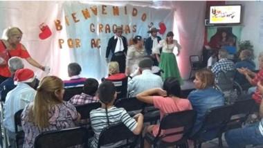 Fue un muy colorido evento donde los abuelos disfrutaron junto a las visitas de una velada a todo ritmo.