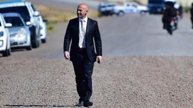Presente. El ministro durante uno de los operativos en Madryn.
