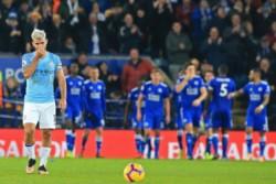Leicester City venció 2-1 al Manchester City y mandó al equipo de Agüero al tercer puesto de la tabla.