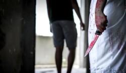 La mujer de 47 años y dos cómplices masculinos llevaron al hombre de 27 años a una zona industrial aislada de Bombay, la capital económica del país, donde le cortaron el pene. (AFP)