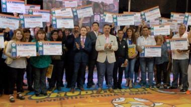 Autoridades de Loterí a junto a representantes de todas la entidades beneficiarias del último sorteodel año.
