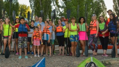 Con 50 embarcaciones y 60 palistas, se realizó el viernes la bajada nocturna de fin de año, que tuvo un recorrido de 6 kilómetros, desde la montada hasta el club Huracán de Trelew.
