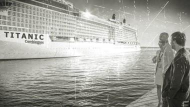 """Complicados. Dietrich y """"Nacho"""" Torres mirando un crucero. Es el Eclipse pero podría ser el Titanic de Cambiemos."""