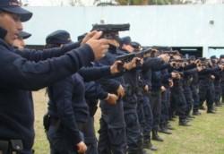 La nueva reglamentación para que las fuerzas de seguridad puedan utilizar armas letales avala a los policías a disparar a sospechosos de delitos aún cuando posean réplicas de armas.