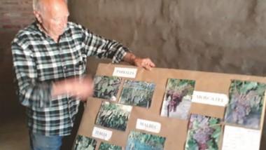 Mario Bontempo en su chacra de Treorcky relatando su dura experiencia y mostrando sus elaboraciones.