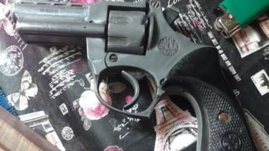 El revolver calibre 22 quye fue encontrado en el allanamiento de ayer.