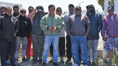 Reclamo. Los operarios de la pesquera dicen que es la única empresa que no firmó el acuerdo salarial.