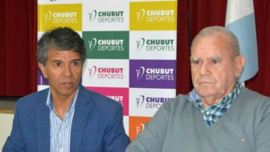 David Cárdenas, de Chubut Deportes, junto a Gerónimo De Felice, presidente de la Asociación Italiana.