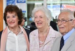Owen T. Jones, su esposa y Cecilia González de Glanzmann durante el reconocimiento efectuado este jueves
