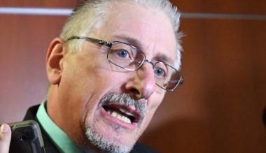 García sigue las negociaciones para conseguir los 14 votos.