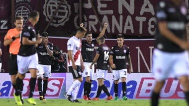 Alejandro Silva le dio la victoria a Lanus por 1-0 sobre River.