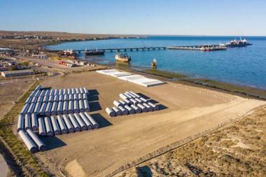 El traslado se extenderá por, aproximadamente, un mes y ya se culminó con las fundaciones de hormigón de los 14 aerogeneradores.