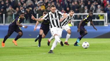 Higuaín hizo dos, erró un penal y la Juventus empató con el Tottenham por la Champions.