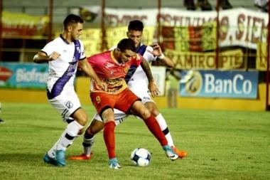 Brown jugó mal y se vino con las manos vacías de Corrientes.