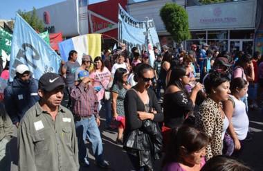 Organizaciones sociales de Trelew, Rawson y Madryn marcharon por las calles.
