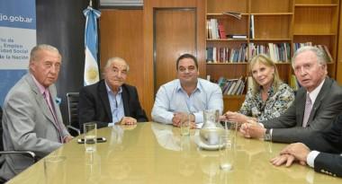 Armando Oriente Cavalieri, con el ministro de Trabajo y directivos de CAME y la CAC, durante la paritaria anterior.