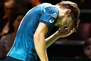 David Goffin abandonó la semifinal en Rotterdam tras recibir un pelotazo en el ojo.