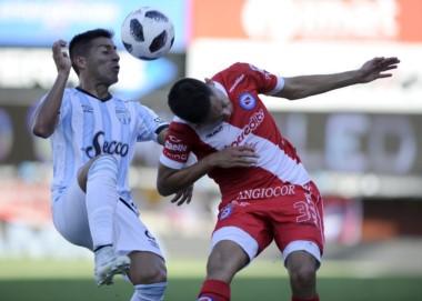 En un entretenido partido, no se sacaron ventajas Argentinos y Atlético Tucumán.