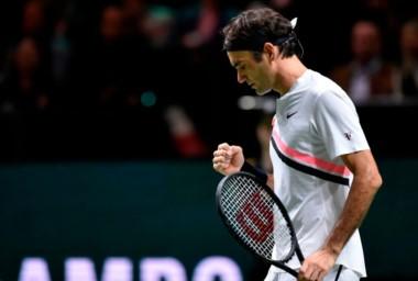 El viejito no deja de maravillar. Federer campeón de Rotterdama, al vencer a Dimitrov en 54 minutos. Desde mañana será número 1, alcanzó los 97 títulos y quedó a 12 del récord de JimmyConnors.