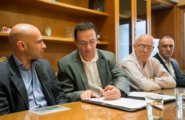 Acuerdo. Massoni (izquierda) y Maderna rubricaron el trato para mejorar los operativos en la ciudad.