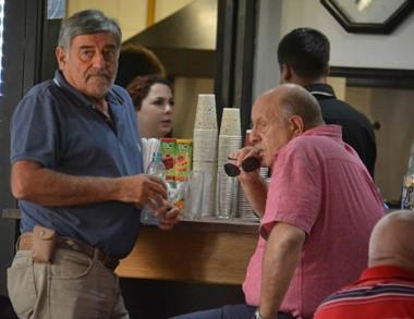 Herrera conversando con Cimadevilla a la espera de Aranguren.