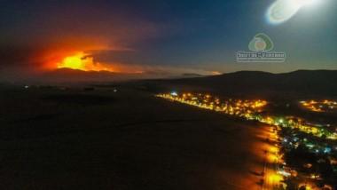 Foto tomada a las 22:30 desde un drone sobre Sierra de la Ventana, y  muestra el incendio sobre las sierras del Pillahuinco, en la estancia Julianas.