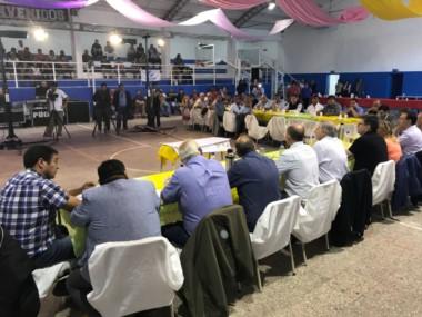 El encuentro se realizó en el gimnasio municipal de Telsen (foto @wallycalderon)