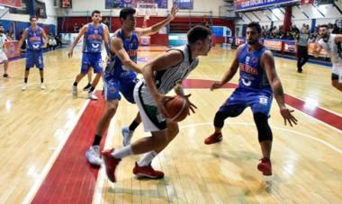 """En el gimnasio """"Mariano Riquelme"""" de Madryn, Ferro le ganó los dos juegos a Villa Mitre. El viernes vuelven a medirse, pero en Bahía Blanca."""