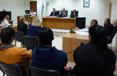 José Miguel Guineo escuchando los alegatos finales de las partes en el juicio  por el asesinato de Luis Díaz.