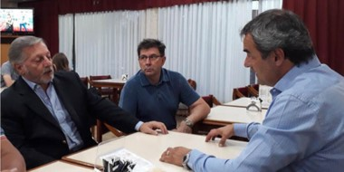 Frente a frente. Aranguren escuchó las quejas de Tacharian, responsable de las empresas de servicios.
