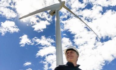 El jefe de Estado durante una reciente visita al parque eólico de Rawson. (foto gentileza Política 3D).