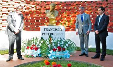 """""""No se olviden que los comodorenses siempre salimos fortalecidos ante la adversidad"""", dijo el gobernador Mariano Arcioni."""